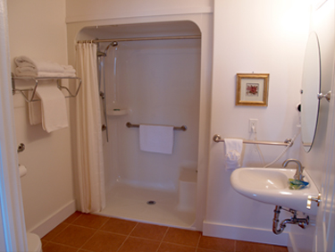 Seaward Inn | Sunrise Shore Cottages | Bathroom